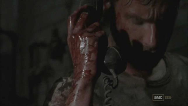 Rick risponde a misteriose chiamate in The Walking Dead
