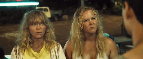 Amy Schumer delusa e arrabbiata nel trailer di Vengo con... mamma