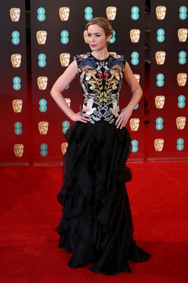 Emily Blunt, look Alexander McQueen ai BAFTA