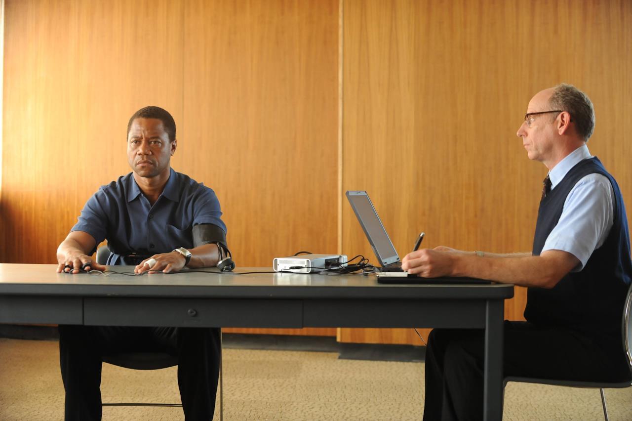 Una scena di American Crime Story con Cuba Gooding JR.