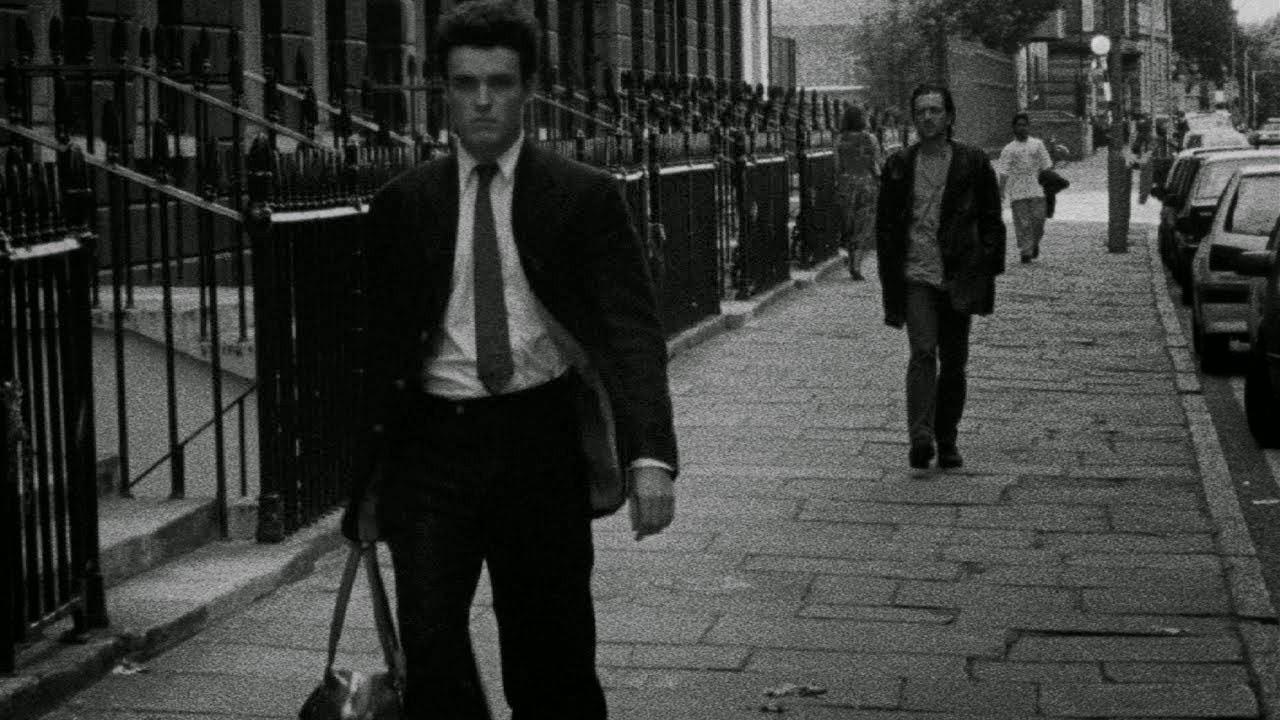 Lo scrittore e Cobb stanno camminando