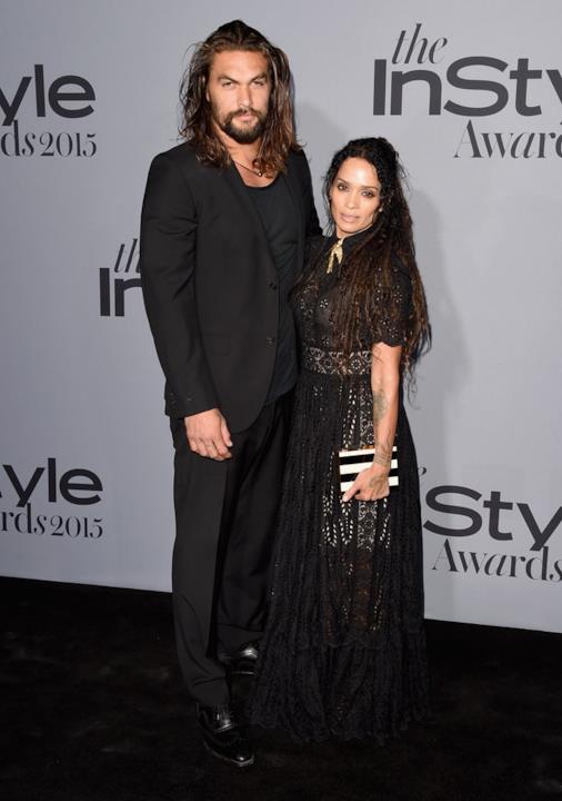 Jason Momoa e Lisa Bonet abbracciati