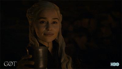 Daenerys Targaryen brinda in Game of Thrones 8x04