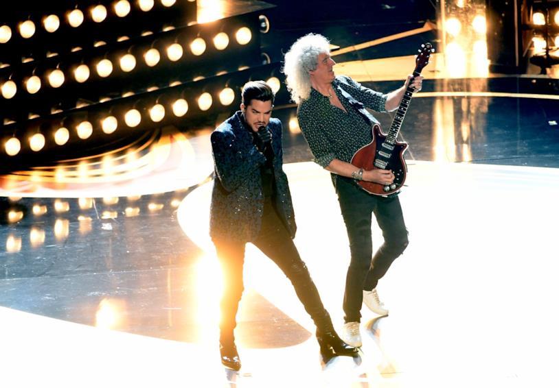 Brian May e Adam Lambert sul palco degli Oscar