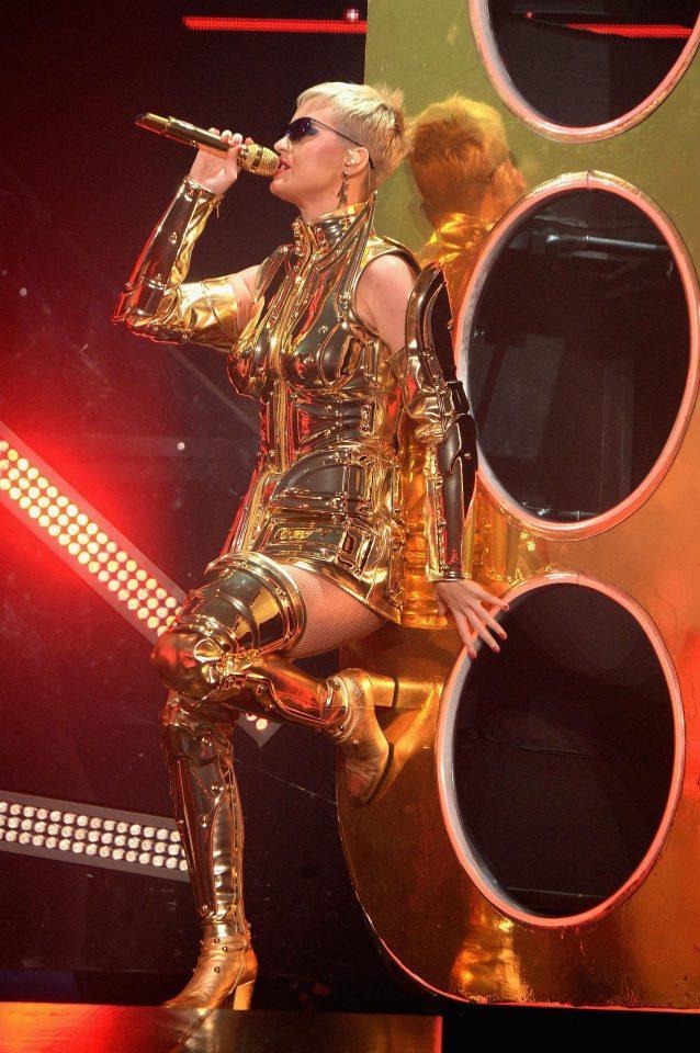 Katy Perry, Cavaliere d'Oro in concerto