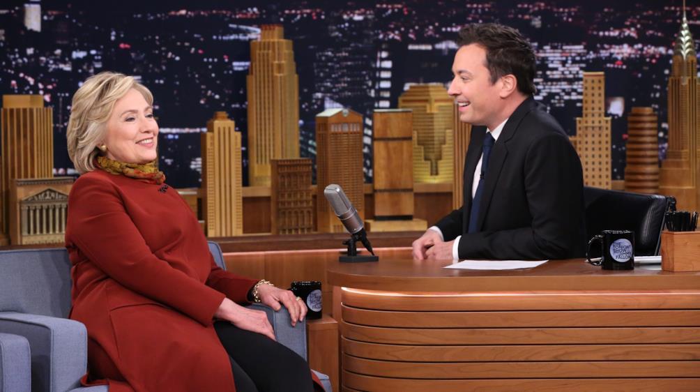 Anche Hillary Clinton si è messa in gioco facendosi intervistare da Jimmy Fallon.