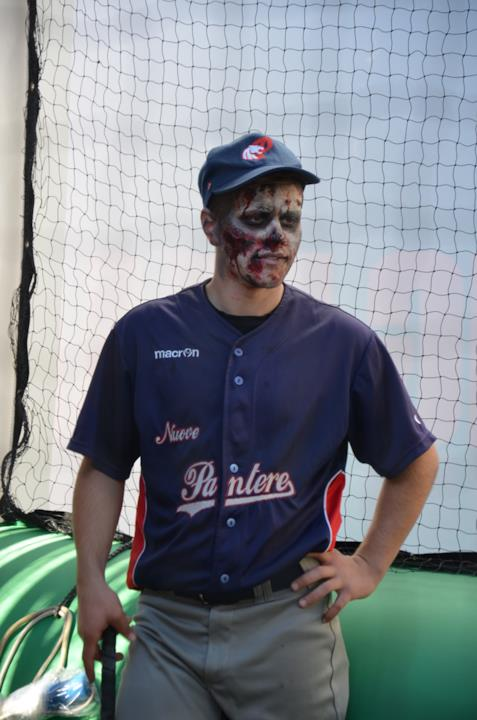 Zombie presso il baseball zombie al padiglione FOX a Lucca 2016
