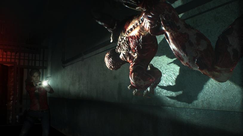 Claire Redfield combatte contro un Licker nel remake di Resident Evil 2