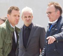Ewan McGregor, Jonny Lee Miller e Danny Boyle sul set