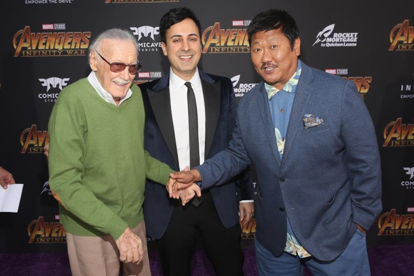 Un primo piano di Stan Lee, Keya Morgan e Benedict Wong