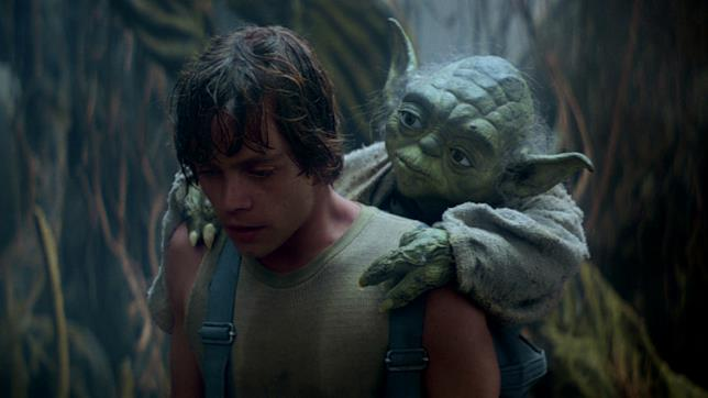 Luke Skywalker con Yoda sulle spalle