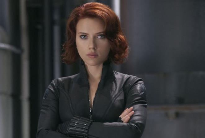 Un primo piano di Scarlett Johansson nei panni di Black Widow