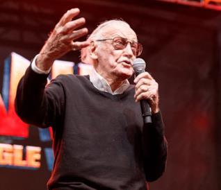 Stan Lee parla al pubblico