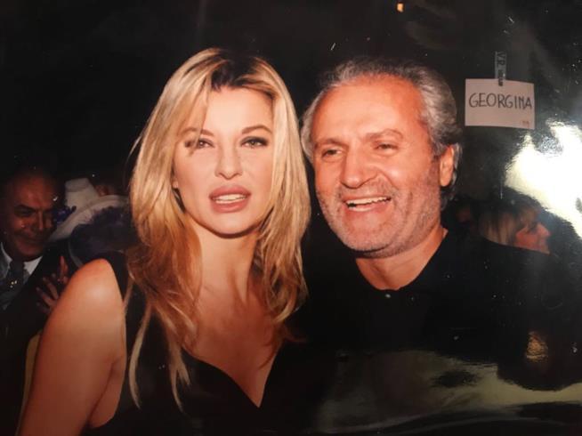 Gianni Versace e Alba Parietti un una foto significativa della loro amicizia