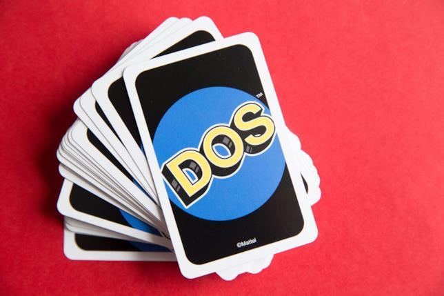 Un mazzo coperto di carte di DOS