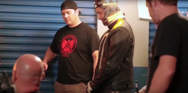 Per rendere più semplice l'aggiunta del fuoco sulla testa di Ghost Rider, Gabriel Luna ha indossato un caschetto con led gialli