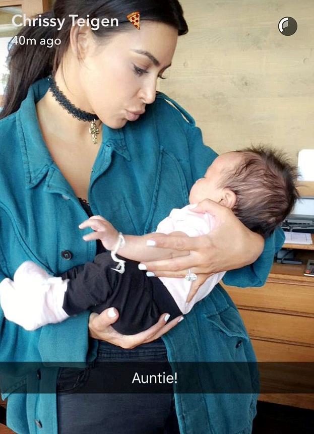Primo piano di Kim Kardashian con la piccola Luna