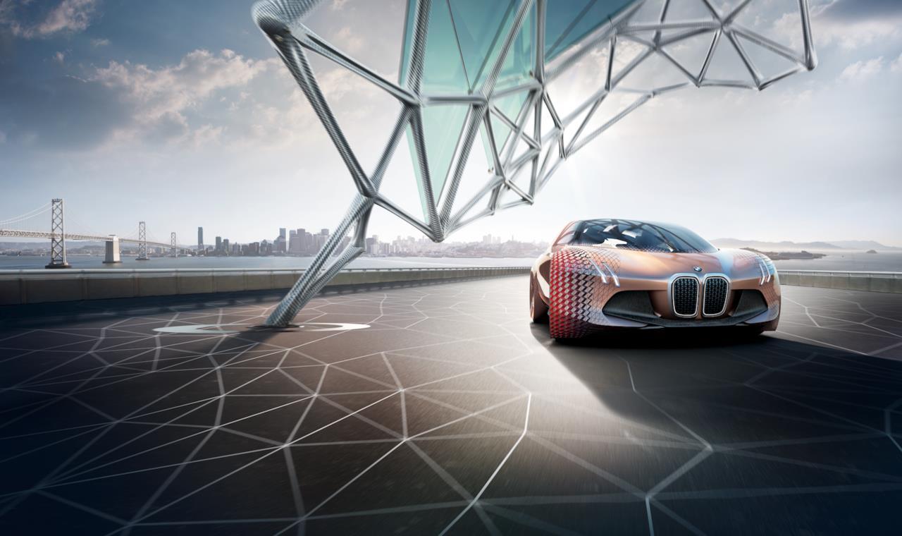 La BMW Vision Next 100 è  dotata di un motore sensoriale che vi avvisa dei potenziali pericoli ancora prima che siano visibili.