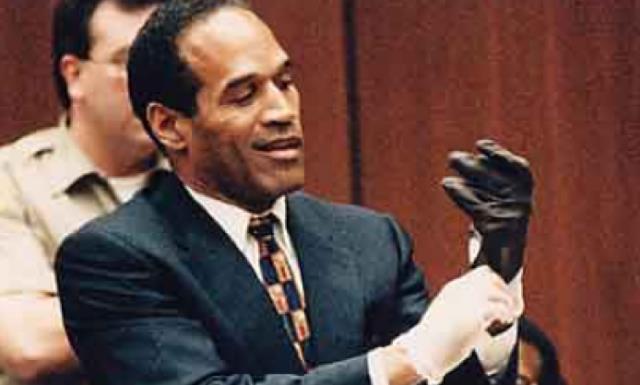 Il caso O.J. Simpson: il vero O.J. indossa un guanto incriminato