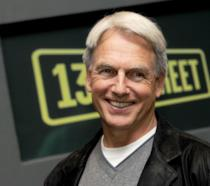 Un sorridente Mark Harmon