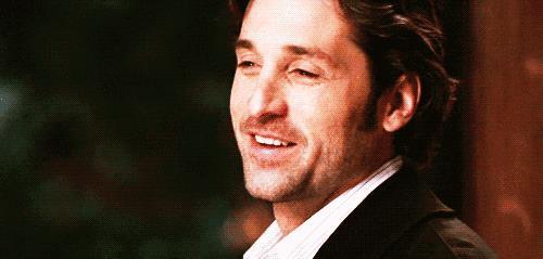 Una gif di Derek Shepherd, con un filo di barba, che sorride.