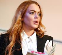 Lindsay Lohan sul palco durante una rappresentazione teatrale