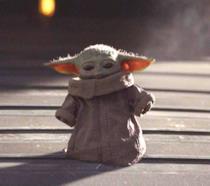 Baby Yoda in una scena della serie TV The Mandalorian