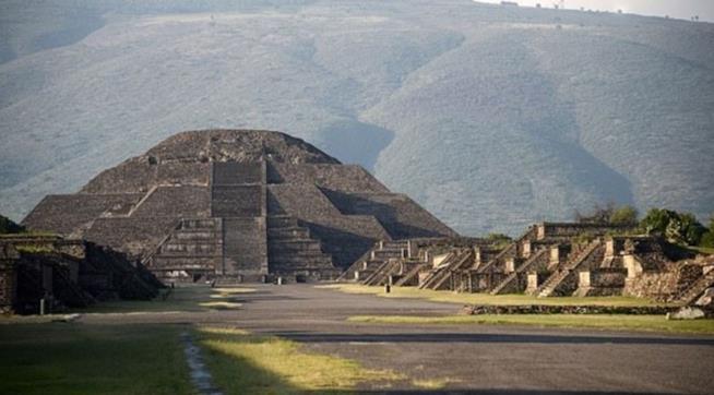 Piramide della Luna in Messico