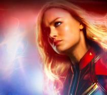 Carol Danvers in costume con i capelli lunghi