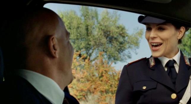 La poliziotta in una scena di Benvenuti al Sud