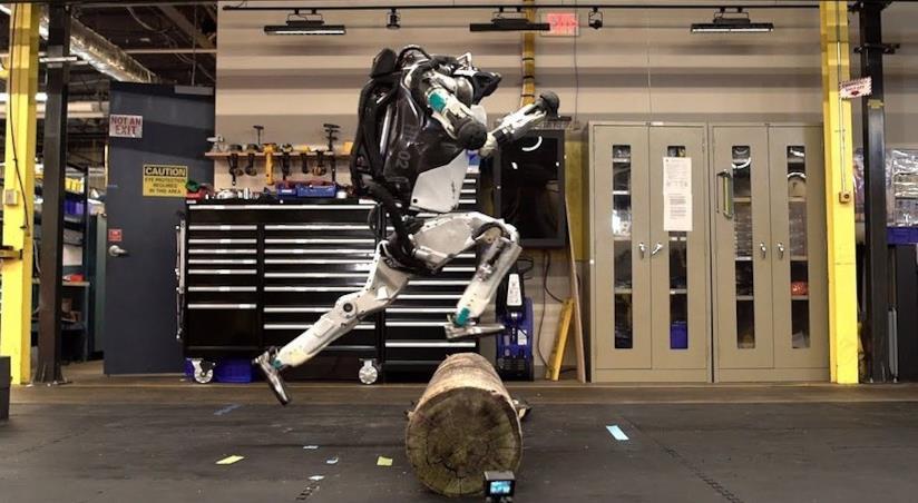Il robot Atlas in uno screen del video di Boston Dynamics