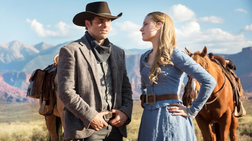 Due dei protagonisti principali di Westworld, Dolores e Teddy