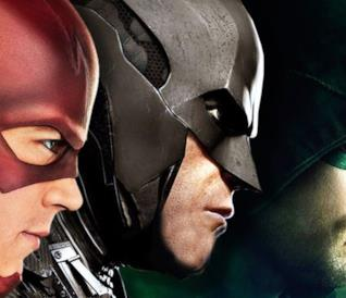 The Flash, Batman e Arrow di profilo