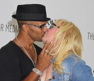 Un bacio appassionato tra Shemar Moore e Kirsten Vangsness