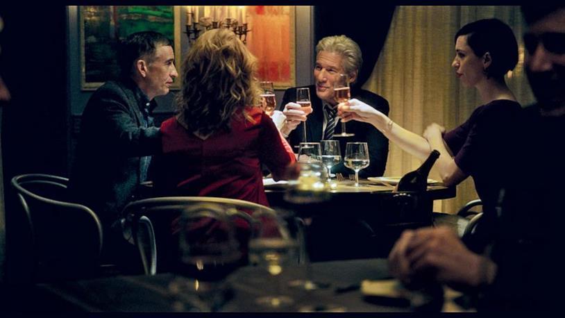Richard Gere Steve Coogan e Rebecca Hall durante una scena del film The Dinner