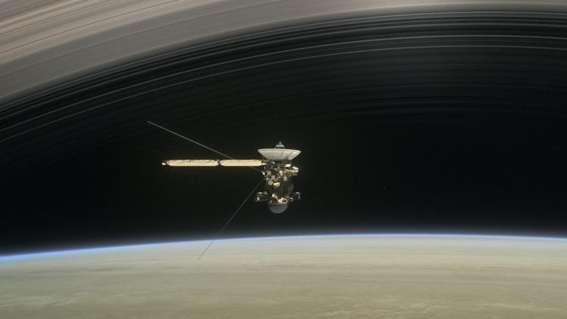 Un'immagine della sonda Cassini vicino a Saturno
