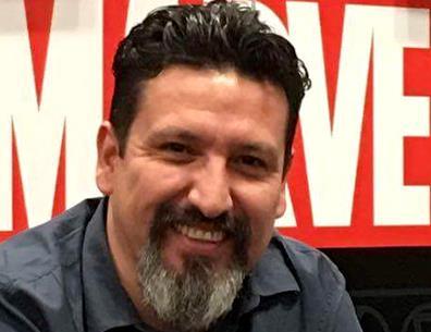 Il disegnatore Carlo Barberi a una convention