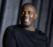 Un primo piano dell'attore Idris Elba