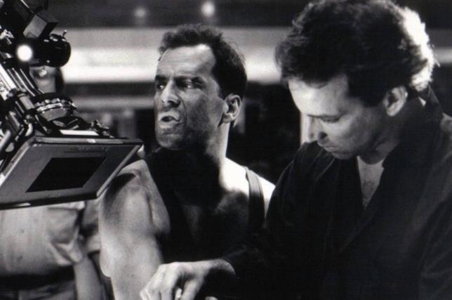 Bruce Willis sul set del primo Die Hard