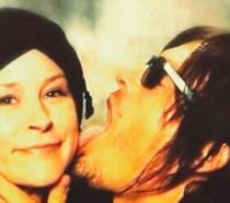 Norman Reedus lecca in faccia la collega Melissa McBride