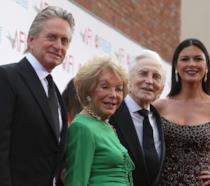 Michael Douglas, Anne Buydens, Kirk Douglas e Catherine Zeta-Jones