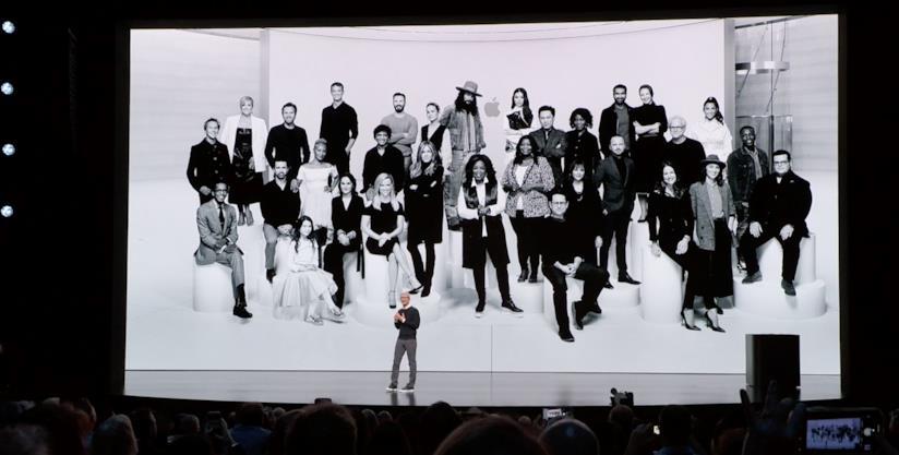 Tim Cook sul palco dello Steve Jobs Theater, all'evento It's Show Time