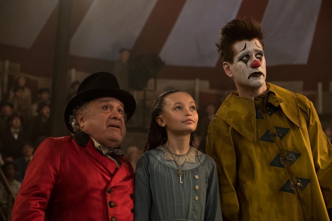 Max Medici con alcuni membri del circo
