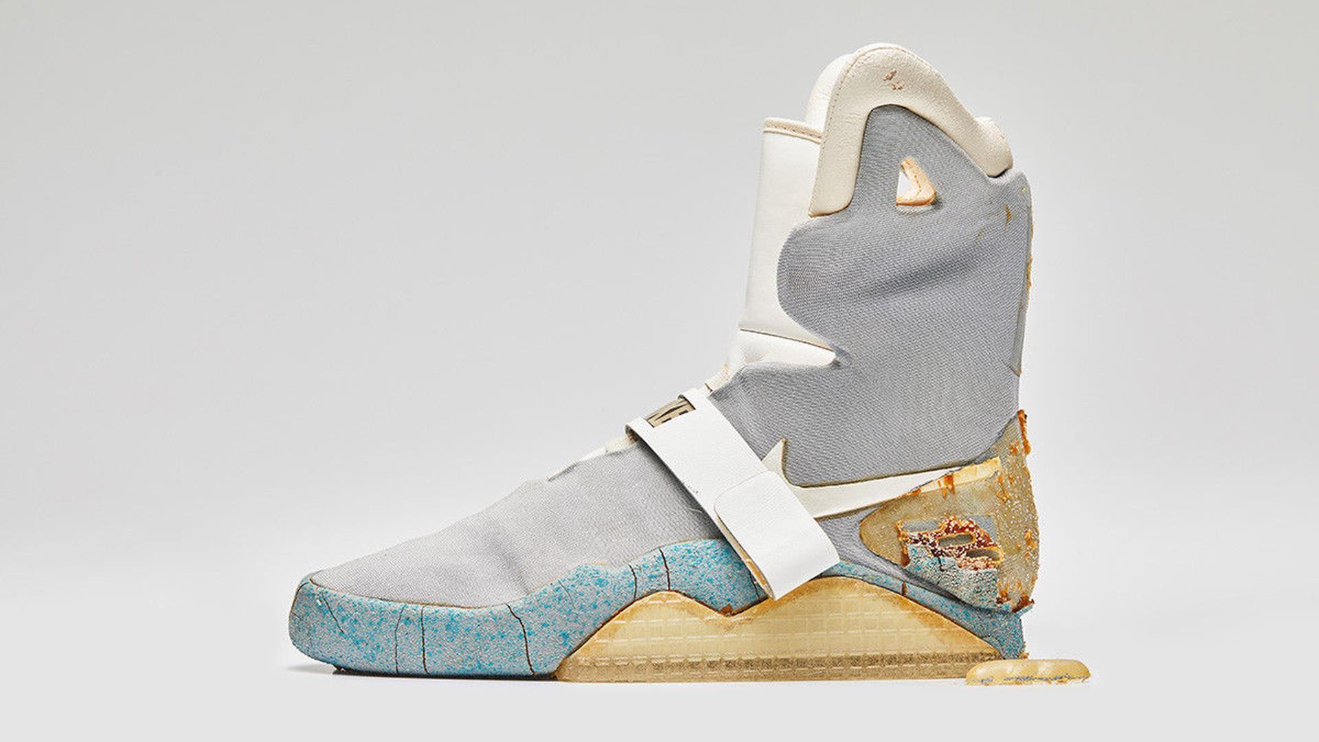 Le scarpe originali di Ritorno al Futuro si stanno disintegrando