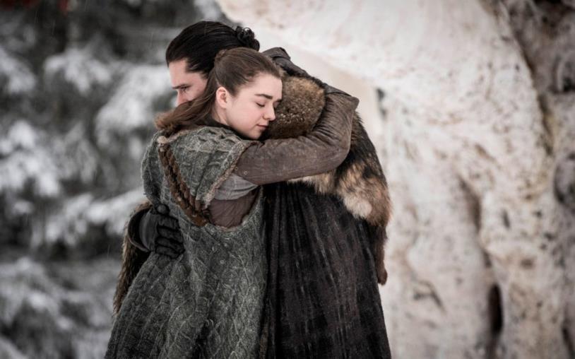 Maisie Williams e Kit Harington nell'episodio 1 di Game of Thrones 8