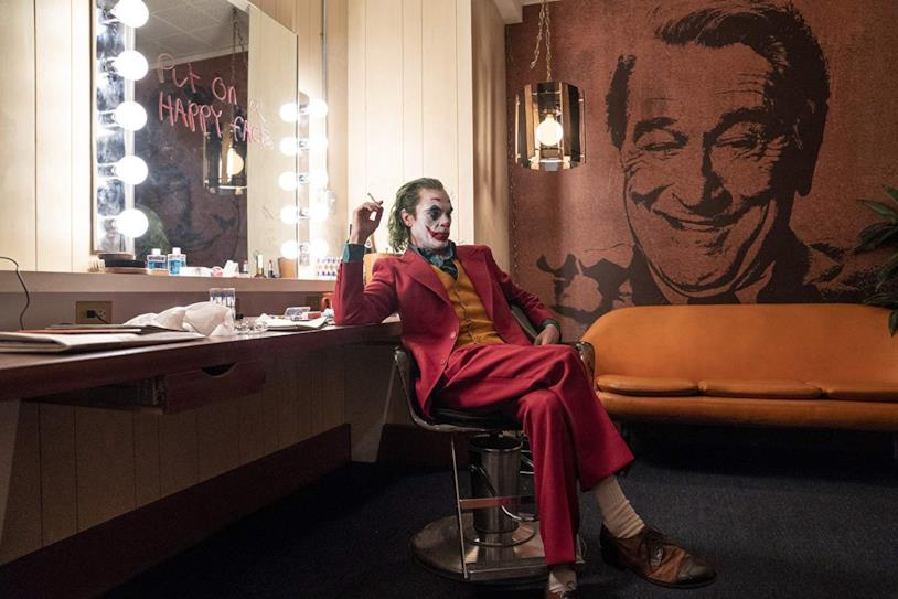 Joaquin Phoenix interpreta Joker in una scena del film