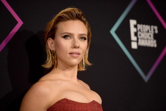 Scarlett Johansson sul red carpet dei People's Choice Awards