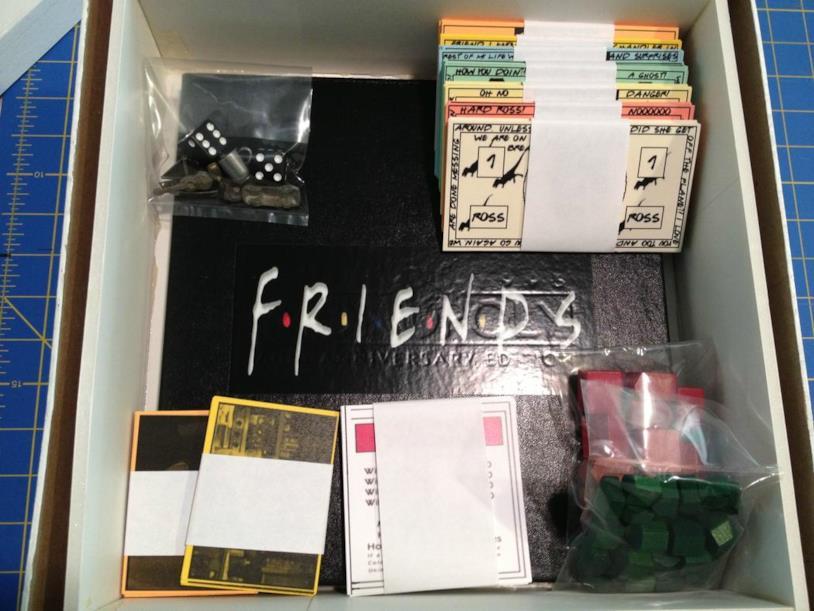 Carte, pedine, banconote e tabellone: alcuni dettagli dell'edizione del Monopoly dedicato a Friends