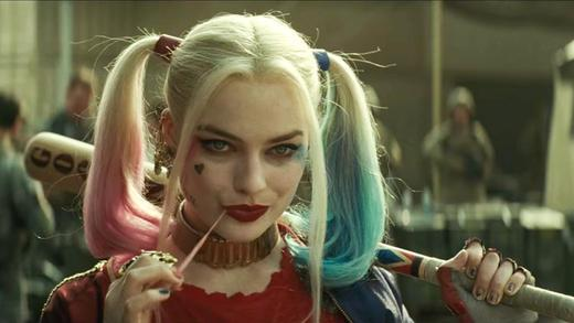 Una scena di Suicide Squad con Harley Quinn