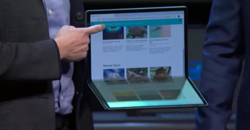 Intel mostra il concept del PC pieghevole Horseshoe Bend al CES 2020
